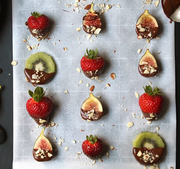 chocolate dipped strawberries, figs, and kiwi fruit made by hand at home easily no mess no fuss electric chocolate melting pot for the perfect cheat