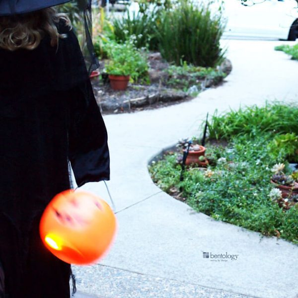 Safety tips for little trick or treaters on halloween night